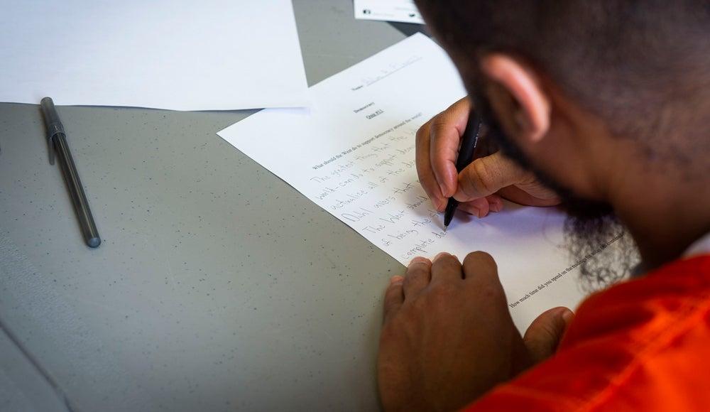 A Georgetown Prison Scholar completes a quiz.